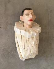 On the Wall XIV 2017, h.97 cm, Keramiek, polystyreen, ijzer, hout